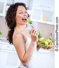 hermoso, mujer joven, comida, vegetal, salad., haciendo dieta, concepto