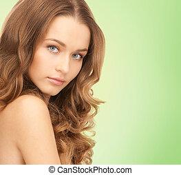 hermoso, mujer joven, con, hombros desnudos
