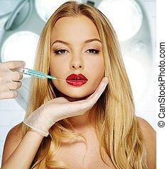 hermoso, mujer joven, labios rojos, con, botox, jeringuilla