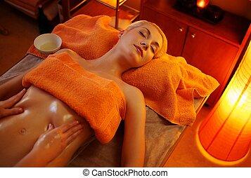 hermoso, mujer, teniendo, masaje