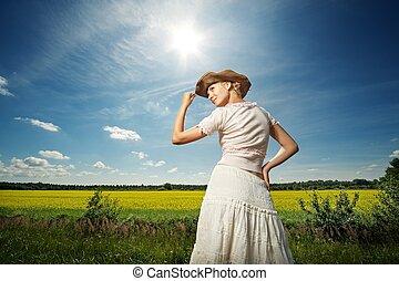 hermoso, mujer, vaquero, sombrero