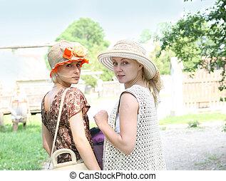 hermoso, mujeres jóvenes, en, retro, stile