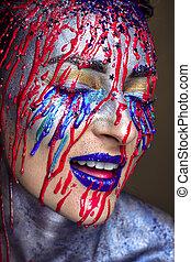 hermoso, niña, con, fluir, abajo, rojo, cara azul, pintura, resplandor, cara, estudio, cicatrizarse, retrato
