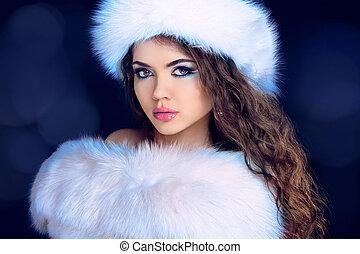 hermoso, niña, en, chamarra de piel, y, peludo, hat., moda, model., invierno, retrato de mujer