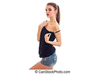hermoso, niña joven, en el negro, camisa, posar, en, estudio