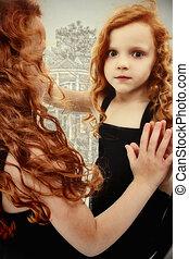 hermoso, obsesionado, preescolar, niña, niño, fantasma, reflexión