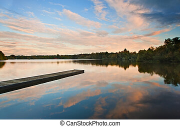 hermoso, ocaso, encima, otoño, otoño, lago, con, claro, reflec