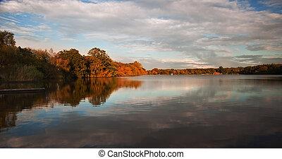 hermoso, ocaso, encima, otoño, otoño, lago, con, claro,...