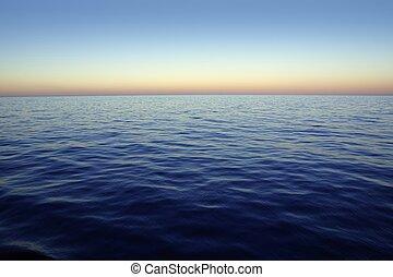 hermoso, ocaso, salida del sol, encima, azul, mar, océano, cielo rojo