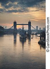 hermoso, otoño, otoño, amanecer, salida del sol, encima, río thames, y, puente de torre, en, londres