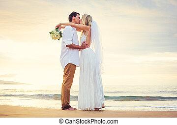 hermoso, playa, casado, romántico, mirar, pareja, novio, tropical, novia, ocaso