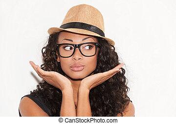 hermoso, posición, mujer, elegante, beauty., lejos, joven, contra, mirar, mientras, plano de fondo, africano, retrato, miedoso, sombrero blanco, el gesticular, anteojos