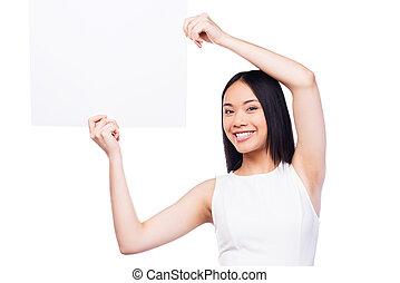 hermoso, posición, mujer, tenencia, ella, espacio, joven, contra, mientras, asiático, Plano de fondo, sonriente, copia, blanco, Manos