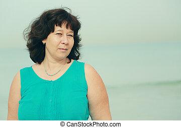 hermoso, posición, mujer, viejo, 40, años, playa