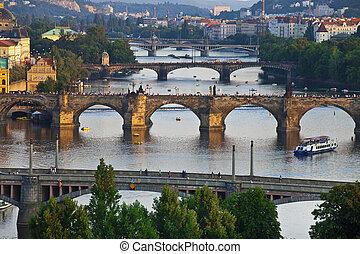 hermoso, puentes, praga, sobre, vltava