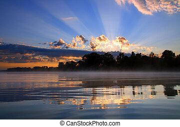 hermoso, reflexión, salida del sol, en, río