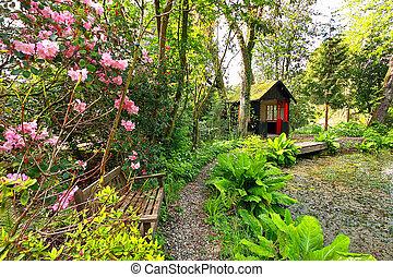 hermoso, romántico, jardín, en, primavera