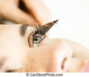 hermoso, salón, ojo de la mujer, eyelashes., extensión, pestaña, extension., joven, largo, esteticista, belleza