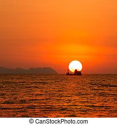 hermoso, salida del sol, en, el, mar, con, pescador, barco