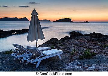 hermoso, salida del sol, paisaje, vista marina, encima, rocoso, litoral, en, mar mediterráneo