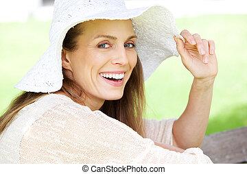 hermoso, sol, mujer, sombrero, reír