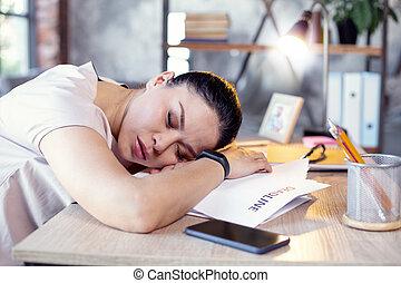 hermoso, toma, trabajo, siesta, empleado femenino