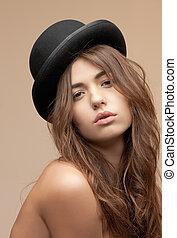 hermoso, topless, mujer, en, jugador de bolos sombrero