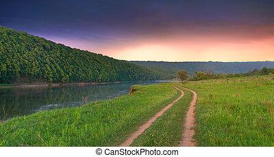 hermoso, verano, paisaje, con, el, río, en, el, mountains.sunrise