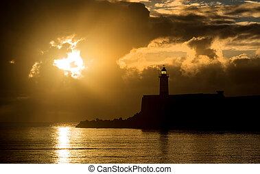hermoso, vibrante, encima, cielo, aguas océano, calma, lightho, salida del sol