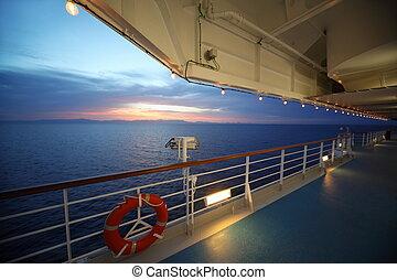 hermoso, vista, de, cubierta, de, crucero, ship., sunset., fila, de, lamps., lifebuoy.