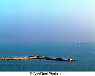 hermoso, vista marina, ocaso, con, el, línea horizonte, disappears, en, el, fog., imagen, exposiciones, un, agradable, grano, patrón, en, 100 por ciento