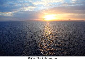 hermoso, water., cubierta, crucero, ship., ocaso, bajo ...