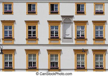 hermoso, windows, de, edificio viejo, en, krakow