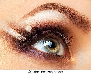 hermoso, womanish, ojo, con, encantador, maquillaje