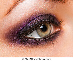 hermoso, womanish, ojo, con, encantador, maquillaje