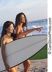 hermoso, y, surfers, biquini, playa, tablas de surf, mujeres