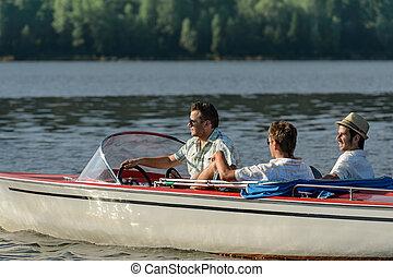 herrar drivande, solsken, avnjut, fart båt