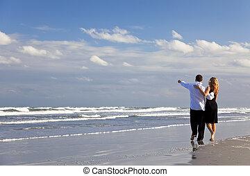 herre och kvinna, par, ha, romantisk, gå, på, a, strand