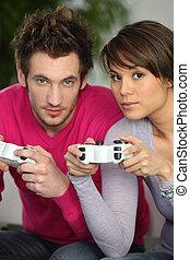 herre och kvinna, spelande video vilt