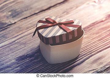 herz hat gestaltet, valentinestag, geschenkschachtel
