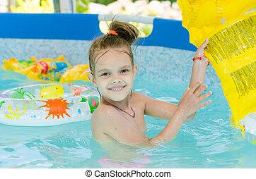 het baden, oud, zes, jaar, meisje, pool