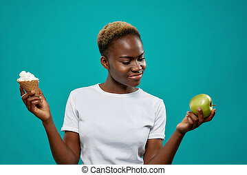 het behouden, hemd, gezond voedsel, witte , meisje, ongezonde
