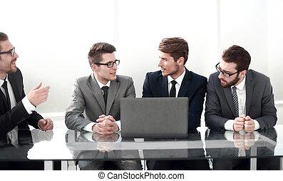 het bespreken, collega's, vergadering, plan, zakelijk