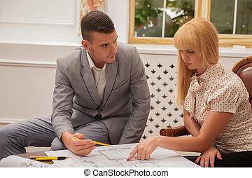 het bespreken, jonge, klant, architect plan, grond, sitt, mooi