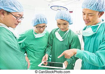 het bespreken, werkend theater, tablet, chirurgen