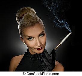 het charmeren, dame, rokende sigaret