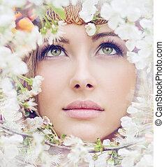 het charmeren, meisje, gezicht, tussen, kroonbladen