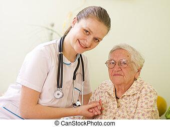 het geven, vrouw, ziek, haar, bezoeken, attitude., arts, jonge, /, bejaarden, holdingshanden, verpleegkundige