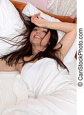 het glimlachen, bed, vrouw