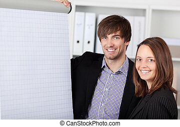het glimlachen, businesswoman, en, zakenman, in, kantoor